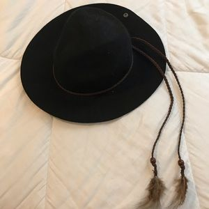 BOHO hat with feathers